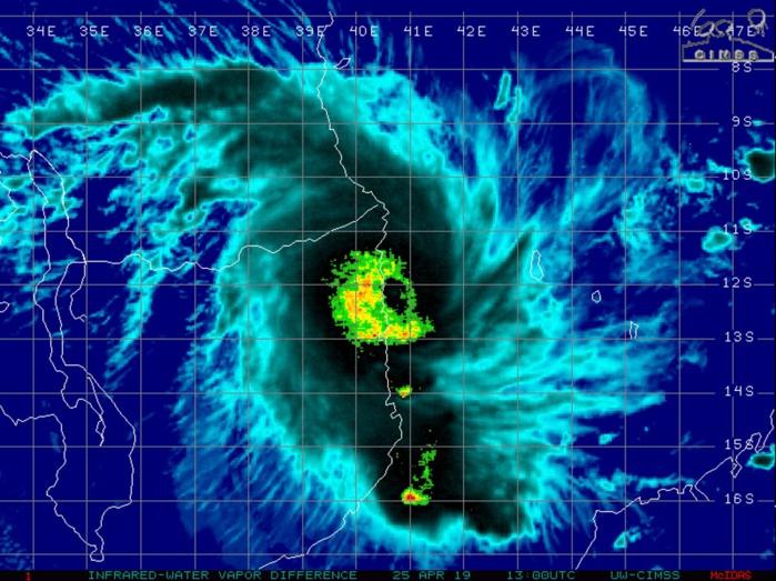L'oeil résiduel de KENNETH tout proche des côtes du Mozambique à 17h/Mascareignes.