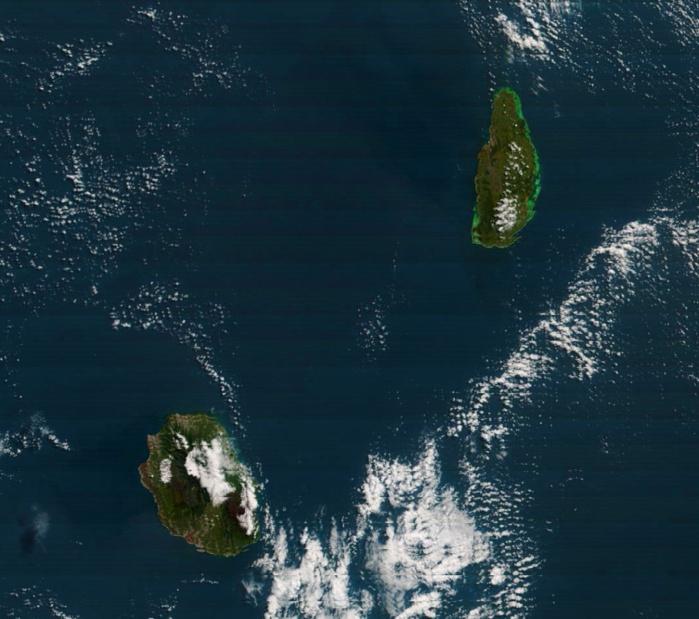 La REUNION et MAURICE capturées par le satellite Terra à 10h50 ce matin.