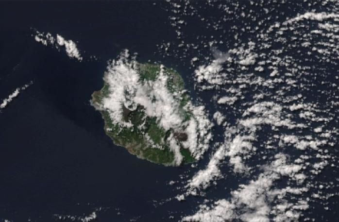 la REUNION capturée par le satellite NPP à 13h50.