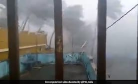 CAPTURED IMAGE OF A VIDEO BROADCAST ON NDTV AND SHARED HERE: https://www.meteo974.re/Le-Super-Cyclone-FANI-01B-vents-tres-violents-filmes-a-PURI-VIDEO-SUR-PLACE_a788.html