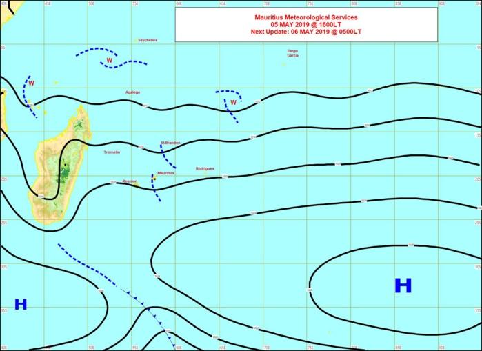 Un nouvel anticyclone s'approche par le sud-ouest. L'alizée va progressivement se renforcer et la haute mer devient houleuse. MMS