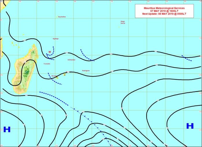 Carte de 16heures. Ligne d'instabilité au sud de la REUNION. Limite frontale au sud de 25°sud suivie par un anticyclone qui va renforcer les alizées demain. MMS