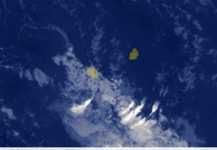 05h30: des nuages très atténués d'un système frontal sont dans le voisinage de la REUNION. MAURICE est dans une zone de temps calme et plutôt chaud.