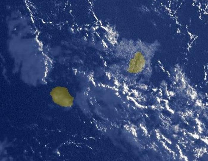 Photo satellite de 7heures ce matin. Des nuages restent accrochés aux régions sud-est de la REUNION mais le gros des averses s'est décalé vers le sud de MAURICE.