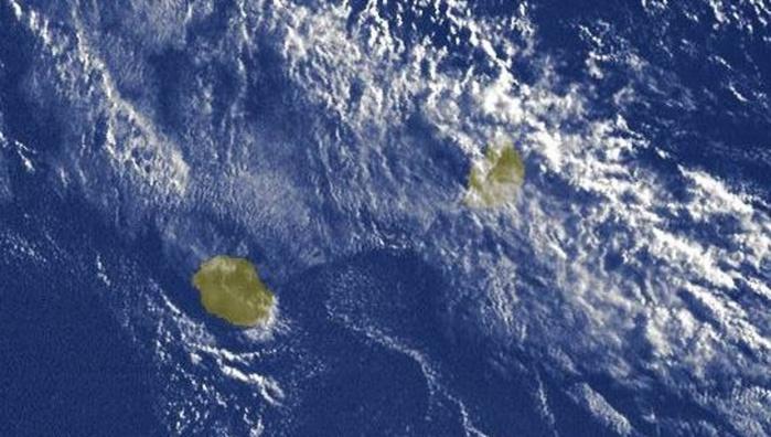 07h15: le temps pluvieux est sur MAURICE et se décale vers l'est. La REUNION se trouve dans une zone de temps calme.