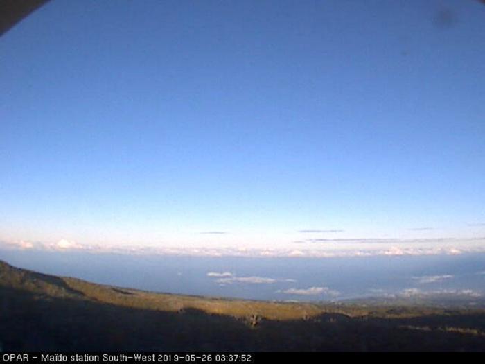 7h37: webcam au Maïdo ce matin. OPAR/Météo Réunion