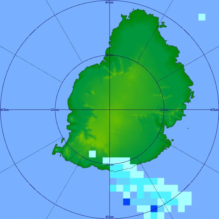 05h31: image du radar de Trou Aux Cerfs qui montre des entrées maritimes avec quelques averses sur le sud et le sud-est