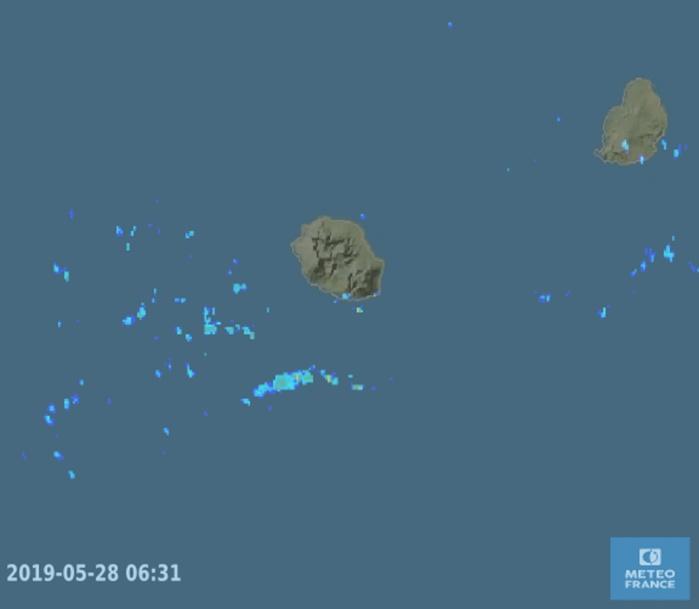 06h30: les radars de Météo France montrent que les averses s'approchent par le sud.