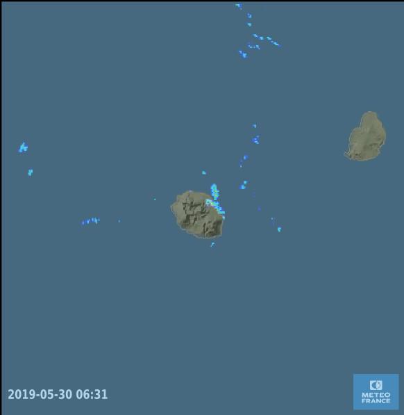 06h31: les échos de pluie vers Saint Benoit sont bien notés sur le radar de Météo France