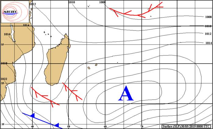 Analyse de la situation de surface à 4heures ce matin. L'anticyclone se décalle vers l'est et s'affaiblit. L'instabilité se développe au sud de MADA. Les vents vont graduellement faiblir sur les Mascareignes ces deux prochains jours. MTOTEC