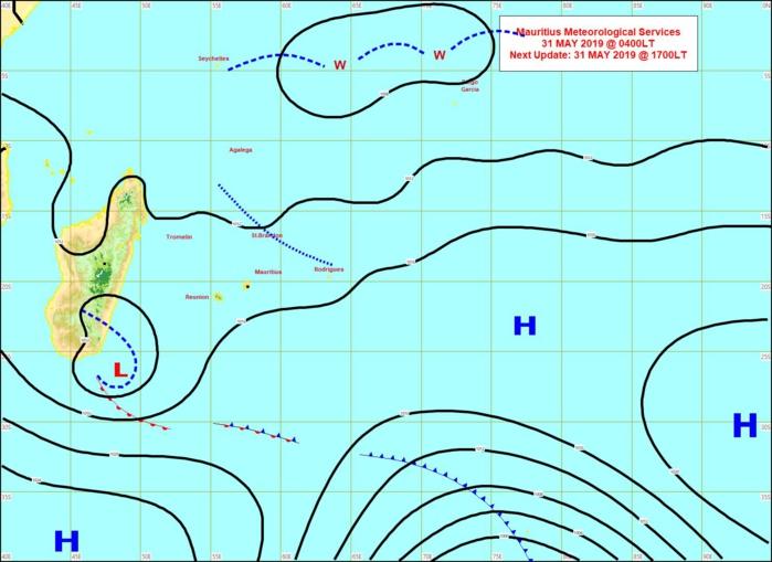 Analyse ce matin à 4heures de la situation de surface. Les vents ont faibli sur les Mascareignes. Une zone de basses pressions évolue au sud-est de MADA. Une ligne d'instabilité se trouve au nord-est de MAURICE. Entre les deux beau temps. MMS