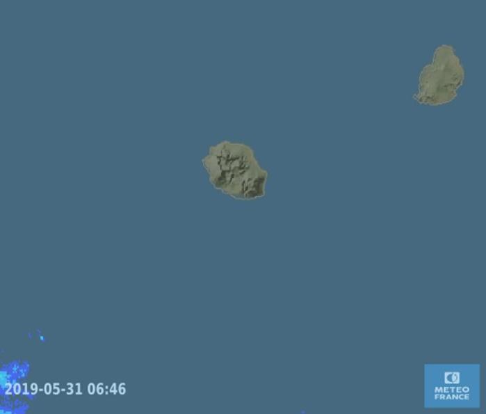 06h46: aucune pluie détéctée à proximité de la REUNION par les radars de Météo France.