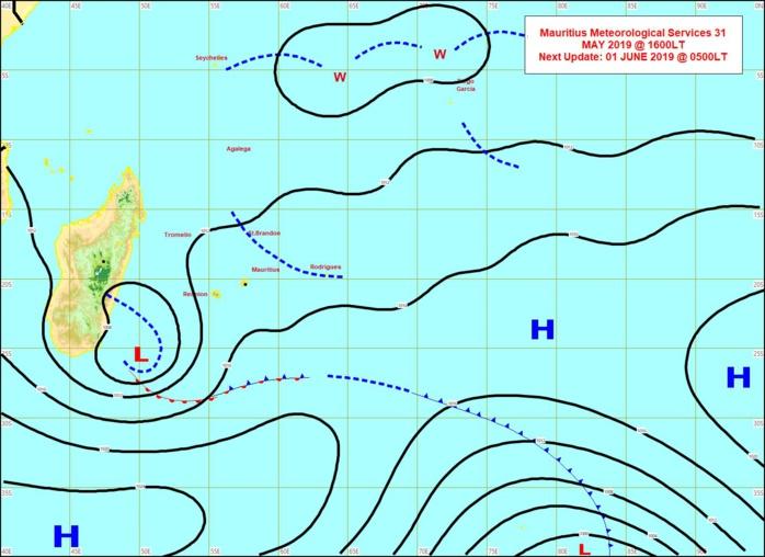 Analyse de la situation en surface à 16heures. Dépression extra-tropicale au sud-est de MADA et ligne d'instabilité entre MAURICE et RODRIGUES. Plus au nord on note toujours une activité convective assez marquée entre les SEYCHELLES et DIEGO GARCIA. MMS