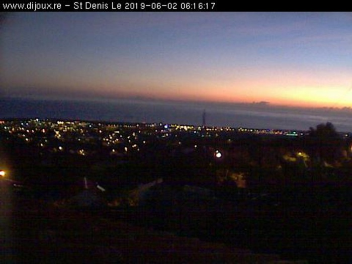 06h16: magnifique ciel du petit matin sur Saint Denis. http://www.dijoux.re/