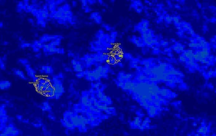 Image satellite de 5heures qui montre des nuages d'alizé modérément actifs au sud-est de MAURICE.