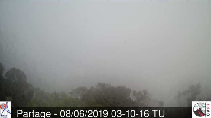 Temps pluvieux ce matin au volcan. METEO REUNION