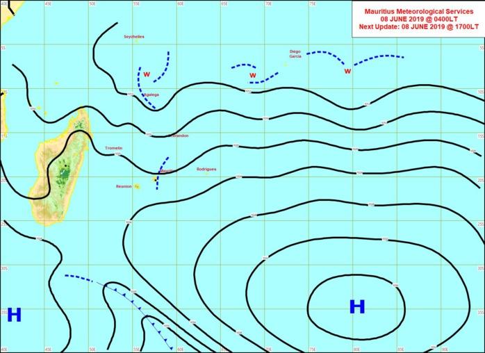 Analyse de surface de 4heures ce matin. L'anticyclone(H) s'éloigne enfin. Le vent faiblit avec une journée de Dimanche calme à ce niveau sur la REUNION avant le retour de vents forts pour Lundi. MMS