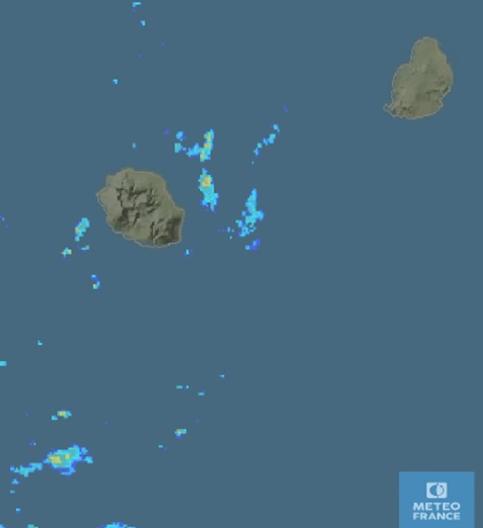 6h46: image radar: quelques averses trainent encore au large des côtes est. METEO FRANCE