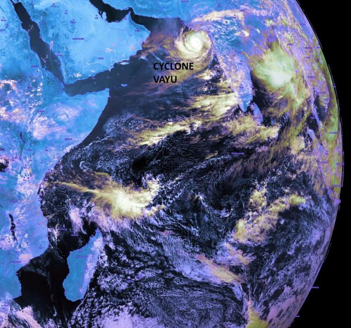 13heures: plan plus large de l'océan indien. KOBUS/PH