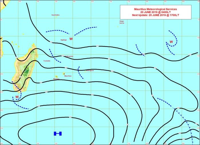 Analyse de surface ce matin. L'anticyclone(H) à 1040hpa est bien positionné au sud de nos îles. MMS