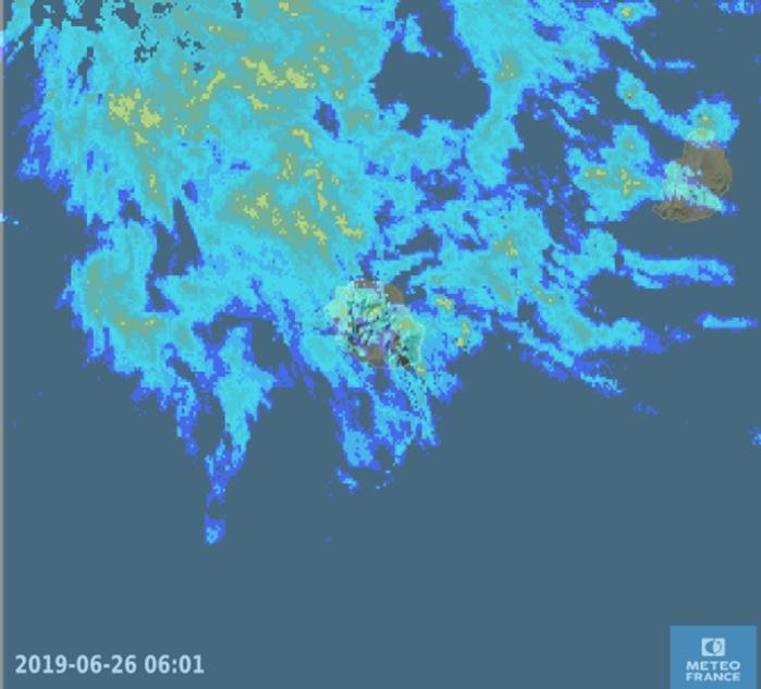 6h01: le radar montre toujours l'arrivée de bandes pluvieuses modérément actives par le Nord-Nord-Ouest. METEO FRANCE