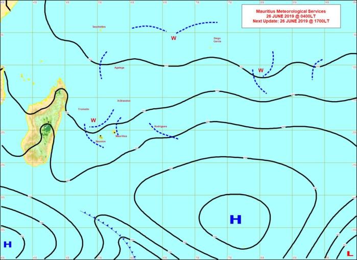 Analyse à 4heures ce matin. Plusieurs lignes d'instabilité(en pointillé) sont dans le voisinage des Iles Soeurs. L'anticyclone(H) loin au Sud-Est est en retrait mais un nouvel anticyclone se rapproche graduellement de notre région par le Sud-Ouest. MMS