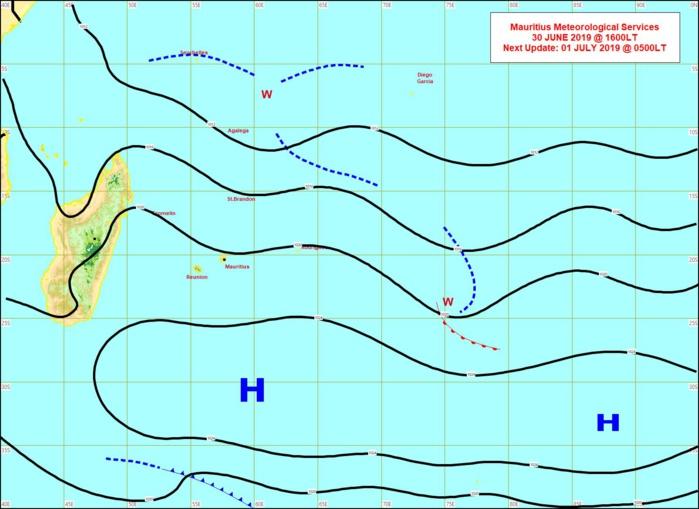 Analyse de la situation de surface cet après midi. L'alizé commencera à faiblir de manière significative Mercredi avec le retrait des hautes pressions(H). MMS