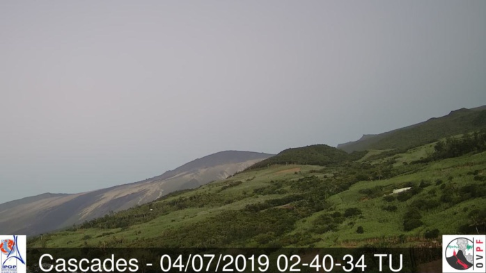 06h40: les pentes Est du volcan au ciel complètement dégagé. Pas si fréquent que ça. METEO REUNION