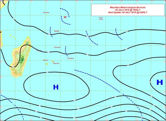 Analyse de la situation de surface cet après midi. L'anticyclone de 1022hpa n'est pas puissant et de ce fait les vents sont faibles à modérés sur notre zone. MMS