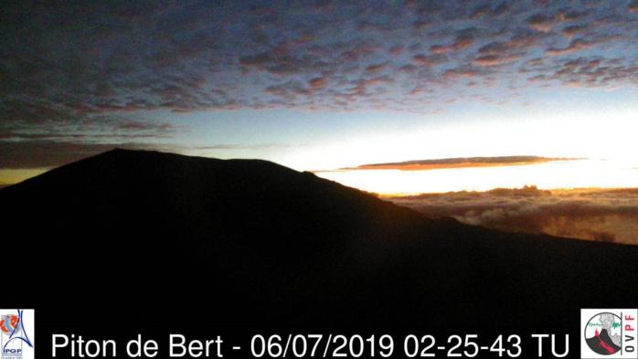 06h25: la journée commence bien quand après le réveil on peut admirer ça. METEO REUNION