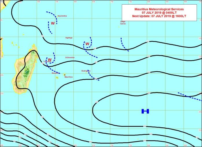 Analyse de la situation de surface ce matin. La ligne d'instabilité juste au Nord de la Réunion est peu active. Les vents sotn faibles à modérés sur la zone. MMS