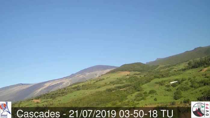 7h50: même les versants Est du volcan sont complètement dégagés ce matin. METEO REUNION