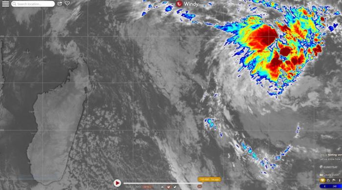 """Photo satellite de 7heures. Pour information une zone perturbée, 96S, évolue dans la région de Diégo Garcia. Le CMRS et le JTWC suivent cette zone suspecte qui a néanmoins un potentiel d""""intensification limité selon les modèles et qui n'intéresse pas les Mascareignes."""