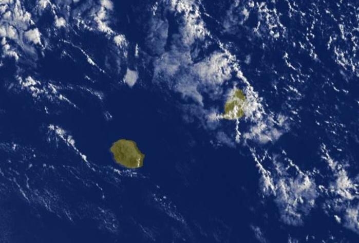 08h30: le soleil donne à la Réunion. A Maurice des entrées maritimes sur la moitié Est.