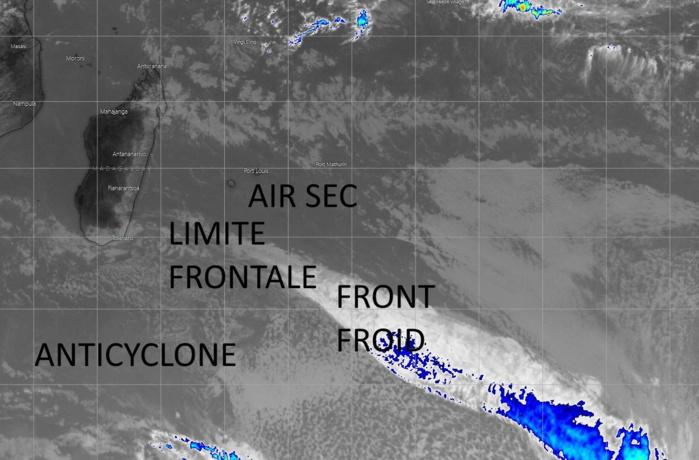 La masse d'air est sèche sur la Réunion. Le temps change avant tout sur la moitié Sud à partir de la nuit prochaine.