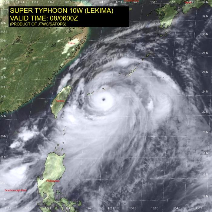 LEKIMA(10W) au maximum de sa puissance, classé au premier stade de Super Cyclone avec des rafales maximales près de l'oeil en mer estimées à 300km/h. Le typhon se trouvait alors à l'Est Nord Est de Taiwan passant près des îles Yaeyama où une rafale de 167km/h et une pression de 961hpa ont été enregistrées. JTWC