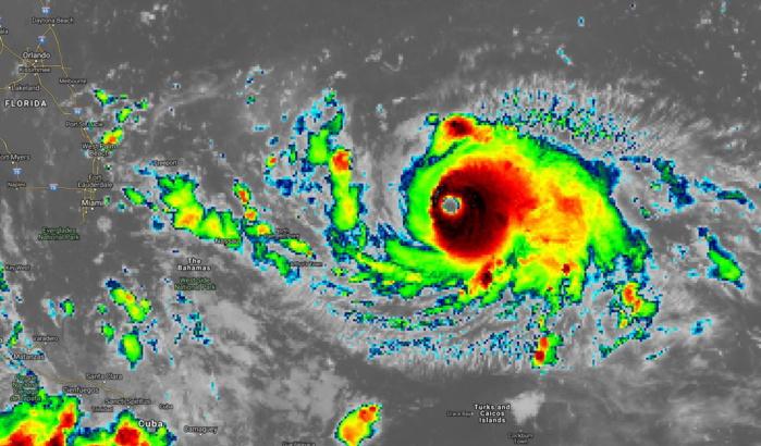 10h temps universel. La partie centrale du cyclone devient encore plus intense étant plus réduite en extension dans la partie Ouest.