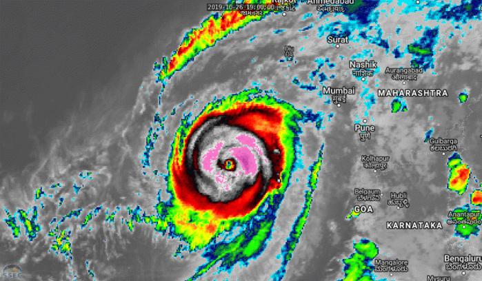Le Super Cyclone KYARR(04A) au cours des dernières heures sur la Mer d'Arabie. CLIQUEZ POUR ANIMER