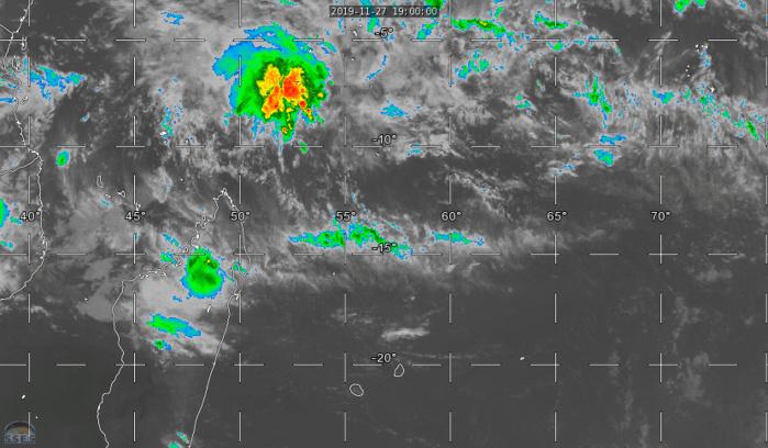 On surveille la zone au Nord Nord-Est de MADA pour une possible formation cyclonique ces prochains jours.