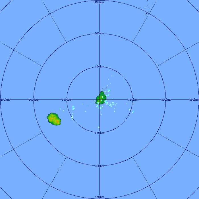Le radar de TAC montre les petits paquets pluvieux charriés par les alizés. Ils arrivent sur le Sud et l'Est des ILES SOEURS. MMS/VACOAS