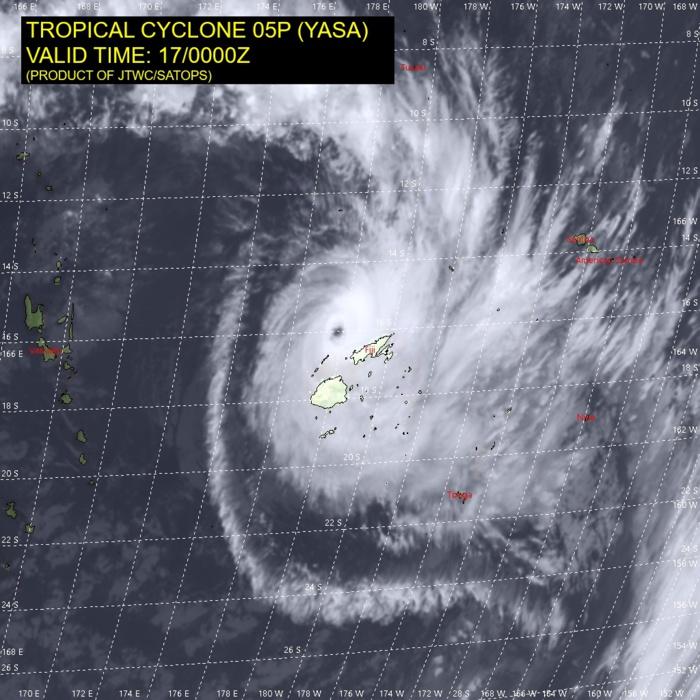 Son pic d'intensité passé 05P YASA demeure un cyclone potentiellement dévastateur.
