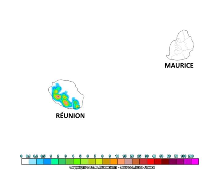 Le modèle AROME de Météo France envisage de bonnes averses Samedi après-midi sur les pentes Ouest et Sud de la RÉUNION. Rien de significatif envisagé à MAURICE. MÉTÉOCIEL