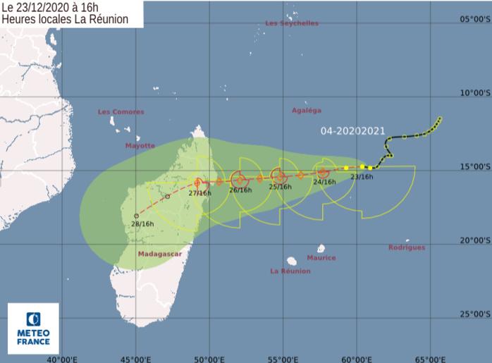 Prévisions N5 de trajectoire et d'intensité émises par Météo France Réunion. Le stade de Tempête Tropicale Modérée est prévu dans 24heures. CMRS.