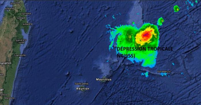 Traitement en fausses couleurs de l'imagerie satellite. Sur cette image seuls les nuages porteurs de pluies significatives apparaissent. En vert les pluies modérées et en jaune et rouge les pluies cycloniques. NOAA/US 16heures.