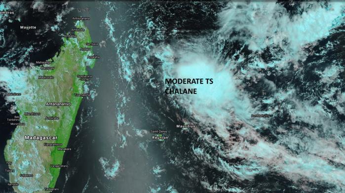 Capture du satellite NPP à 14h18. La RÉUNION et MADA(majorité) sont encore dans une zone sèche à l'avant de la Tempête. Les nuages commencent à taquiner MAURICE. NOAA.PH.