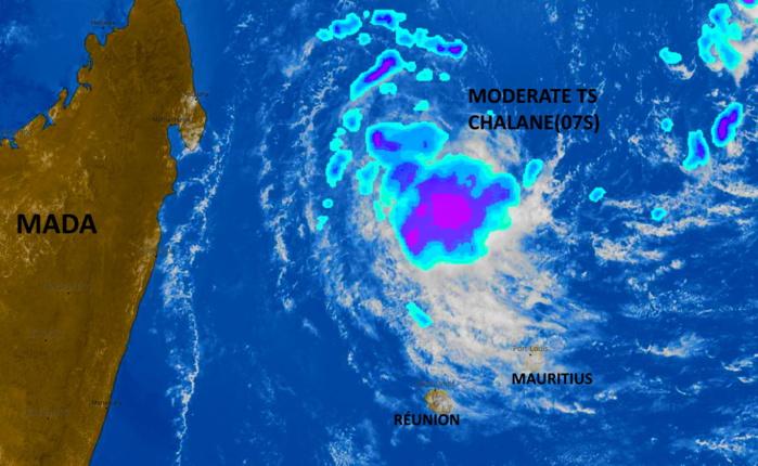 11h30. Les pluies fortes ( couleurs) sont au large au Nord-Nord-Ouest des Iles Soeurs. PH.