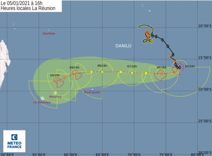 Prévisions de trajectoire et d'intensité émises ce Mardi à 16heures par le Centre Spécialisé Cyclone de la Réunion. Une très forte incertitude persiste au niveau de la prévision d'intensité notamment en fin de semaine précise le CMRS.