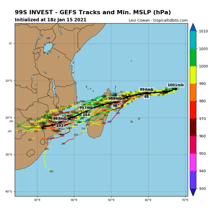 15/18UTC.INVEST 99S: GFS TRACK IT WITH A LANDFALL WELL TO THE NORTH OF TOAMASINA.