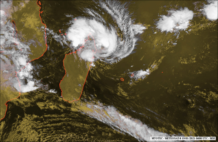19/06UTC. SATELLITE IMAGERY (MSI) REVEALS A PARTIALLY EXPOSED  LOW LEVEL CIRCULATION CENTER (LLCC) WITH DEEP CONVECTION WRAPPING  AROUND THE NORTHERN AND EASTERN QUADRANTS.IMAGERY COURTESY OF MTOTEC.