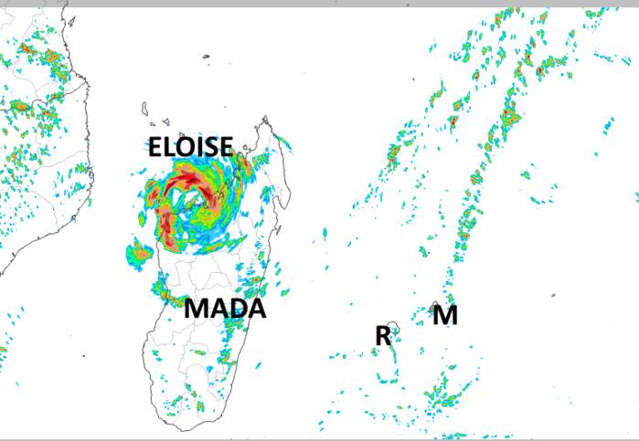 ELOISE(12S) traverse le Nord de MADA. A l'arrière un flux de Nord-Est instable, chaud et humide est installé sur les ILES SOEURS. Arome. Météo France.MCIEL.